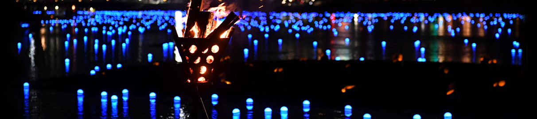 愛知県岡崎市で行われる平和を願う光の祭典「岡崎 泰平の祈り」。岡崎城下の乙川河川敷にて。